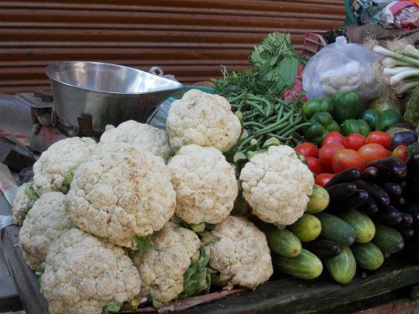 bodybuilding recipes pork tenderloin with cauliflower pilaf-cauliflower featured ingredient-1